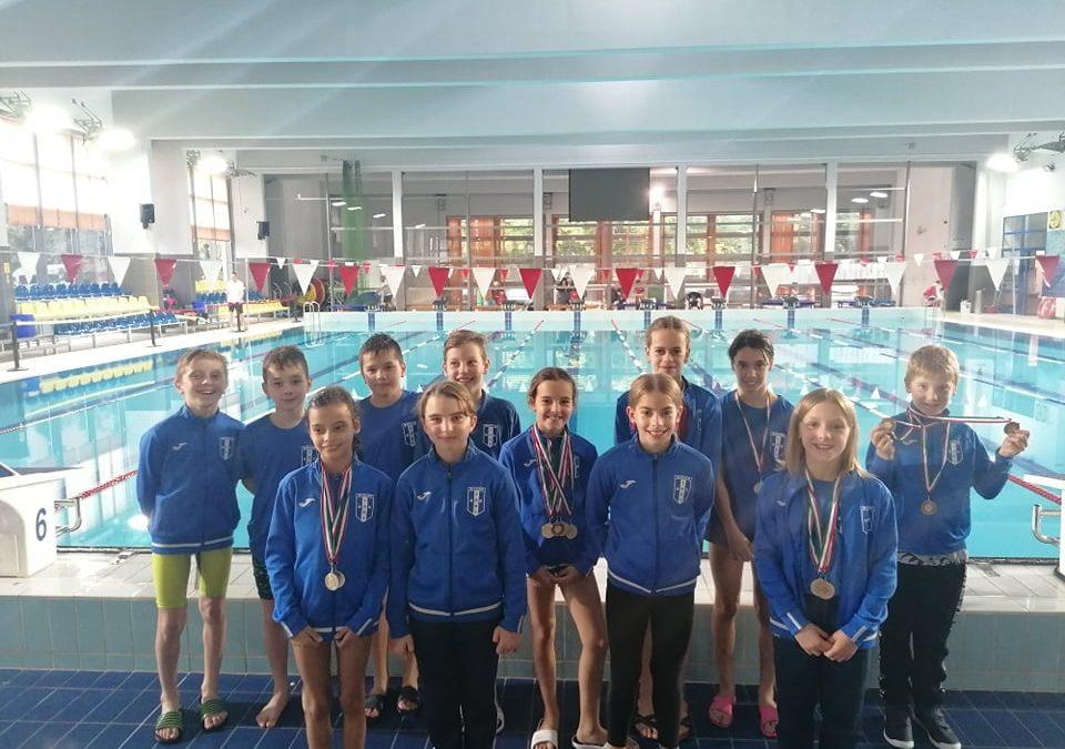 Októberben újra versenyeztek úszóink