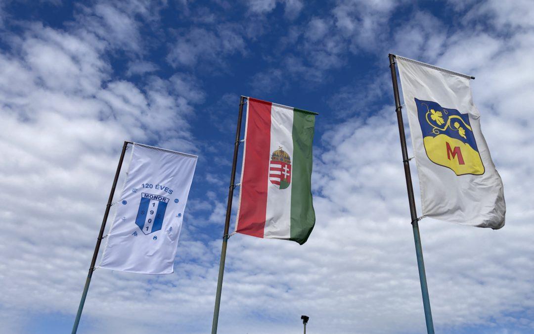 Elkészült a jubileumi zászlónk